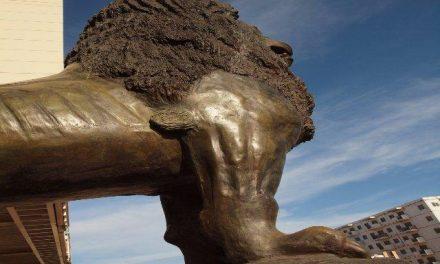 Las esculturas del artista cacereño Víctor Campón ya lucen en el Centro de Convenciones de Orán