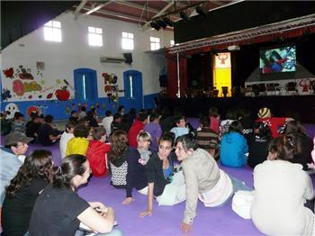 La Experiencia Naranja reúne en Aldeanueva del Camino a más de 100 jóvenes durante el fin de semana