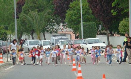 Torrejoncillo reúne a 165 niños de la localidad y de Valdencín durante la celebración del IV Cross Mini