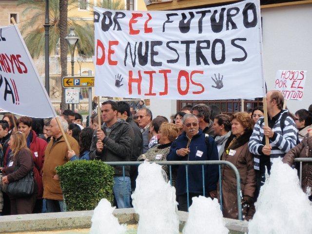 Las AMPAS de Sierra de Gata plantean su demanda de IES en Hoyos al Defensor del Pueblo Europeo
