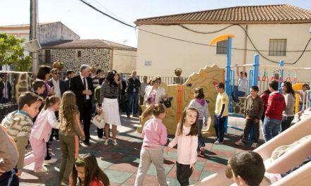 Abertura estrena el nuevo parque de juegos infantiles del colegio rural agrupado Llanos de la Vega
