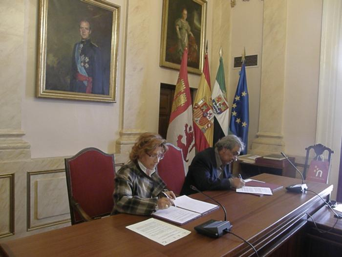 Representantes de la Cumbre Eurolatinoamericana de microempresas y economía social apoyan a Cáceres 2016