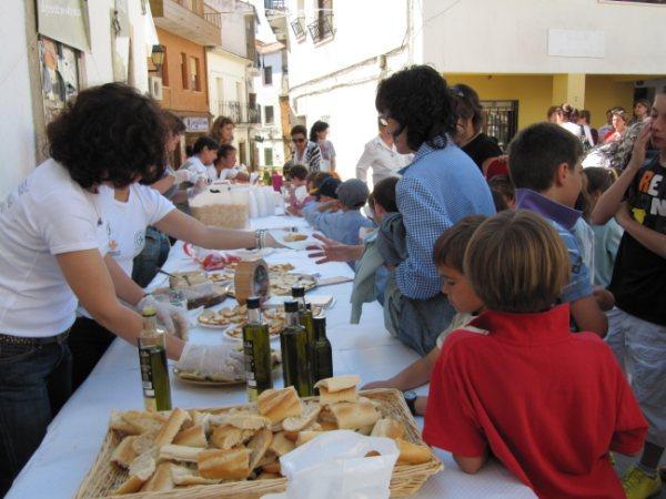 Más de 2.000 personas disfrutan del sabor del aceite Gata-Hurdes en dos degustaciones populares