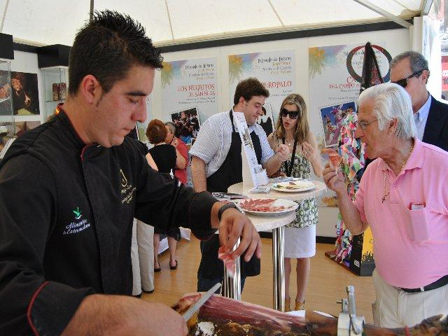 La gastronomía y el folklore convierten al stand de la Diputación de Cáceres en el más visitado en Lisboa