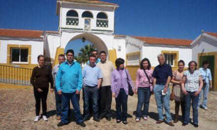 Usuarios y monitores del taller ocupacional de Proines de Don Benito visitan el centro de Aprosuba-9