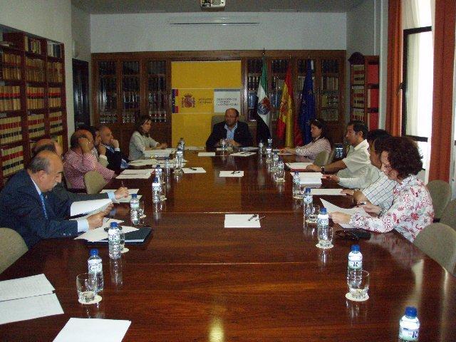 La Comisión Provincial de Inmigración se reúne para abordar las novedades de la Ley de Extranjería