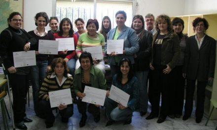 Un curso promovido por la diputación forma en la especialidad de atención en el alzheimer a mujeres en Coria