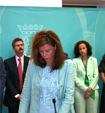Leonor Flores cesa como consejera de Cultura de la Junta por motivos salud y la sustituye Manuela Holgado
