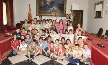 Alumnos del colegio Extremadura, de Cáceres, conocen el funcionamiento de la Diputación