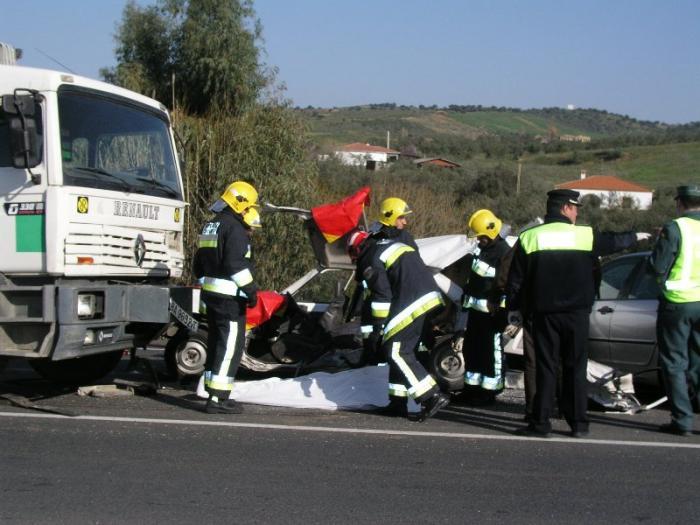 El 112 de Extremadura interviene en 101 accidentes de tráfico durante el puente de Todos los Santos