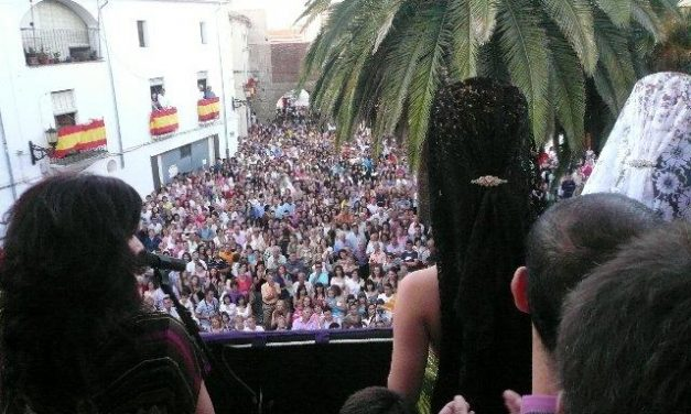 Centenares de caurienses viven en San Pedro el inicio de San Juan 2010 con la suelta del chupinazo