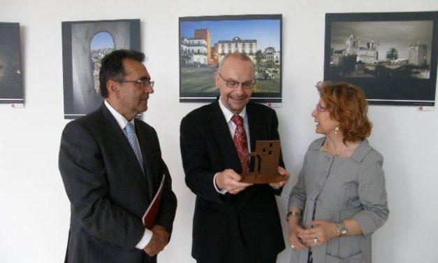 Carmen Heras clausura con éxito en Bruselas una muestra sobre el papel de Cáceres en Europa