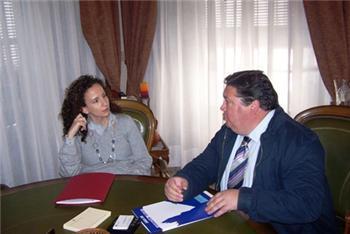 La consejera de Igualdad se compromete en Almendralejo a equipar el nuevo centro de formación