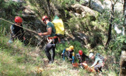 El Grupo de Rescate de Montaña de la Guardia Civil de Ávila rescata a un montañero en Navaconcejo