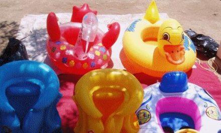 El 90% de los juguetes acuáticos importados incumple la normativa de la UE según un estudio