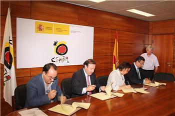 La consejera de Cultura firma con el secretario de Estado de Turismo el Plan de Competitividad del Guadiana