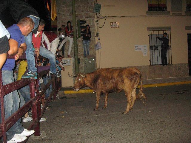Los festejos de la madrugada finalizan sin incidentes a pesar de la aglomeración de público en Moraleja