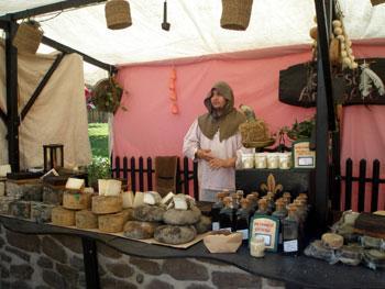 Más de medio centenar de artesanos participarán el domingo en el VI Mercado Medieval de Cilleros