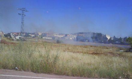 Vecinos de La Cañada en Cáceres protestan por tres incendios seguidos cerca de las viviendas