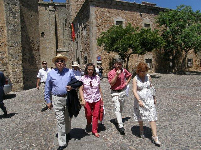 La alcaldesa de Cáceres recibe a la secretaria general de Iberoamérica en la ciudad cacereña