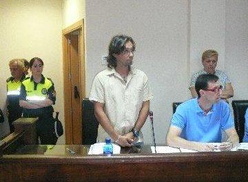 Pérez toma posesión y reconoce como suyas las firmas con las que en su día renunció al cargo de edil