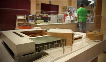 La maqueta del futuro Palacio de Congresos y Exposiciones de Cáceres se puede ver en la biblioteca