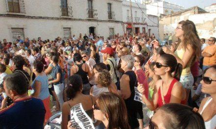 Unos 500 vecinos de Esparragalejo y La Garrovilla protestan por la gestión de las obras de la Ex-209