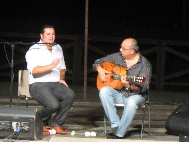 El cantaor flamenco Pedro Miguel reunió a 200 personas en su actuación en La Alameda de Moraleja