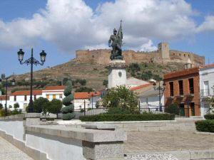 La Guardia Civil abre una investigación para identificar a los autores de la pintada de la estatua de Hernán Cortés