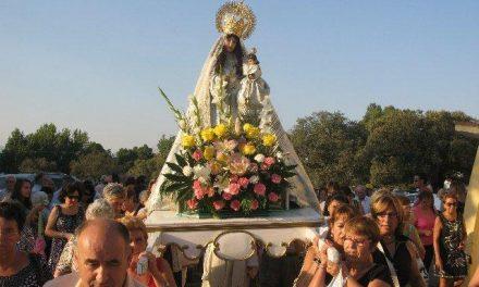 Un centenar de personas arropan a la virgen de la Vega en la jornada de convivencia de este domingo