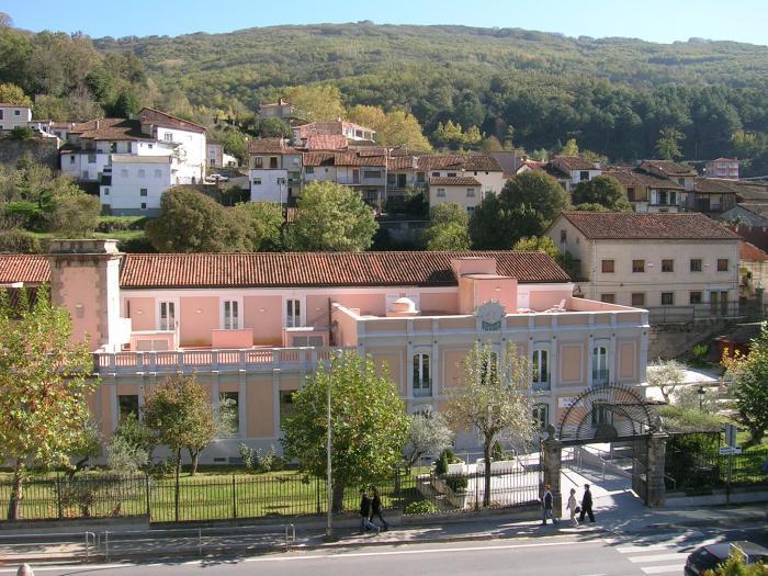 La asociación vecinal Probaños construirá una residencia de la tercera edad en Baños de Montemayor