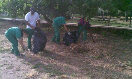 Alumnos de la Escuela Taller 'Vicente Paredes IX' reanudan los trabajos de desbroce de la Ribera del río