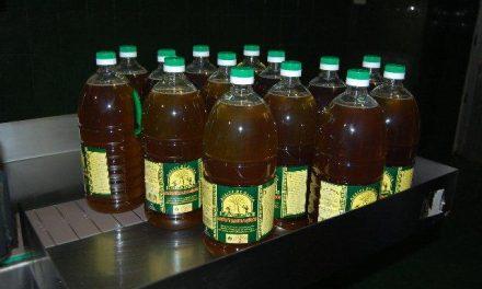 El Corte Inglés y Alcampo distribuirán 18.000 litros de aceite de la Cooperativa La Milagrosa de Monterrubio