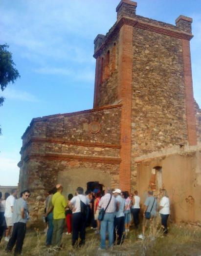 El paseo por las minas organizado por la Asociación de Vecinos de La Cañada congrega a numeroso público