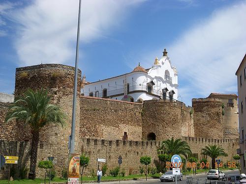 Plasencia recibe el visto bueno para crear un corredor turístico en el paseo de la barbacana de la muralla