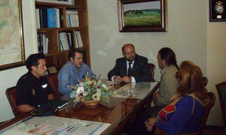 El Subdelegado del Gobierno en Cáceres se reúne con la directiva de la Agrupación de Asociaciones de Vecinos