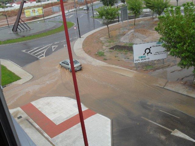 El barrio Conquistadores de Villanueva vuelve a denunciar la acumulación de agua en la glorieta