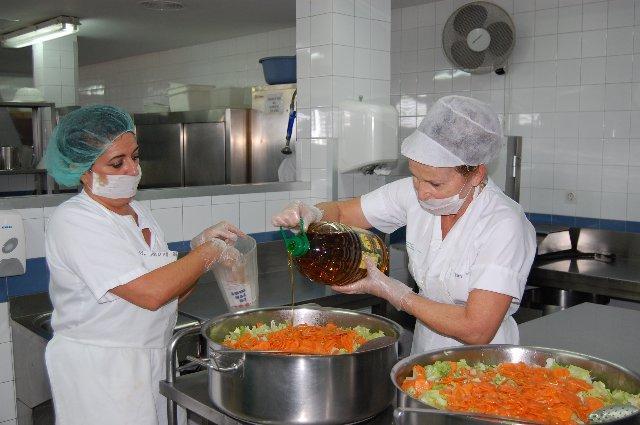 Los pacientes del Hospital Don Benito-Villanueva tendrán aceite ecológico La Milagrosa en sus menús