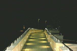 El Ayuntamiento de Moraleja repara el alumbrado del puente antiguo con la instalación de 68 focos