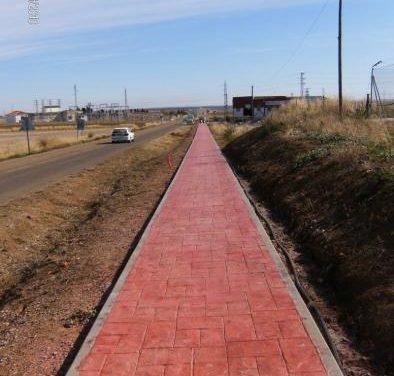 El Ayuntamiento de Llerena construye un paseo para comunicar al pueblo con la carretera N-432