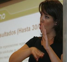 Extremadura pone en marcha un plataforma de videointerpretación para personas sordas