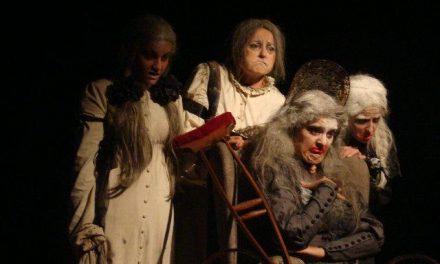 """El Grupo de Teatro Las Bernardas de Valladolid triunfa en Torrejoncillo con la obra """"Atra Bilis"""""""