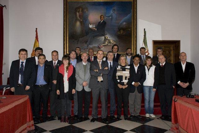 Una delegación de cargos políticos electos de Argentina visita la Diputación Provincial de Cáceres