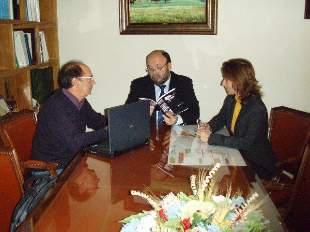La Asociación Provincial de Autoescuelas presenta el Manuel de Seguridad Vial para Personas Mayores