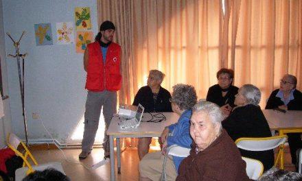 Cruz Roja Española en Cáceres forma a personas mayores de 65 años en Educación Ambiental