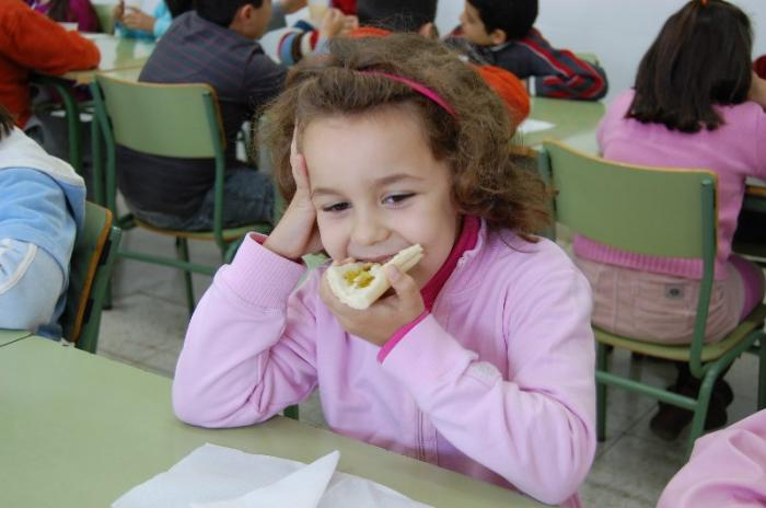 Alumnos de Moraleja participan en un desayuno saludable con la Denominación Gata-Hurdes