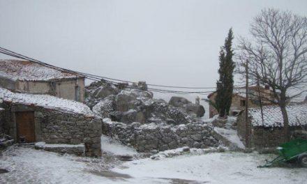 Municipios de Sierra de Gata reciben los primeros copos de nieve del otoño sin que haya problemas en las carreteras