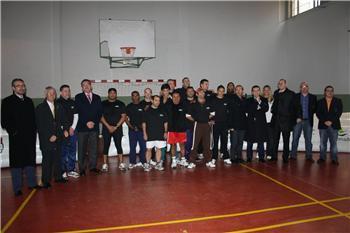 El programa integral de promoción de la actividad física deportiva beneficiará a 130 reclusos de la región