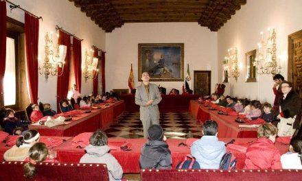 """Alumnos del IES """"Dulce Chacón"""" de Cáceres visitan las instalaciones de la Diputación de Cáceres"""