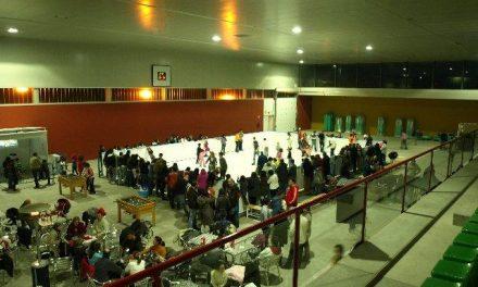 La pista de hielo del pabellón José Manuel Calderón de Baños recibe a más de 3.000 personas en el fin de semana